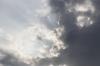 空と雲まから差し込む光